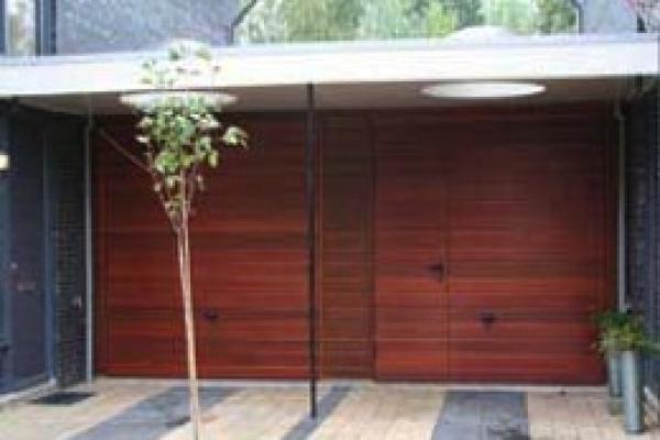 houten-garagekanteldeur1FD08A53-A268-5021-B33C-C74667FD9033.jpg