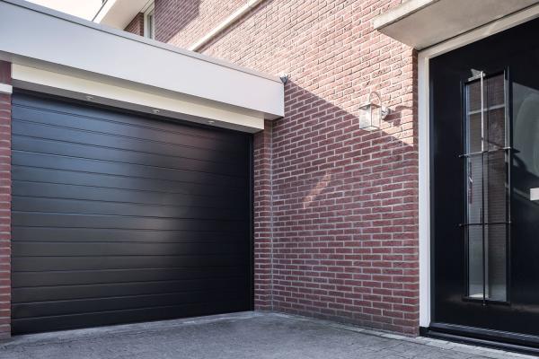 sectionaaldeur-garage94E7548D-AC85-42E0-45C3-B49EBBA42830.jpg